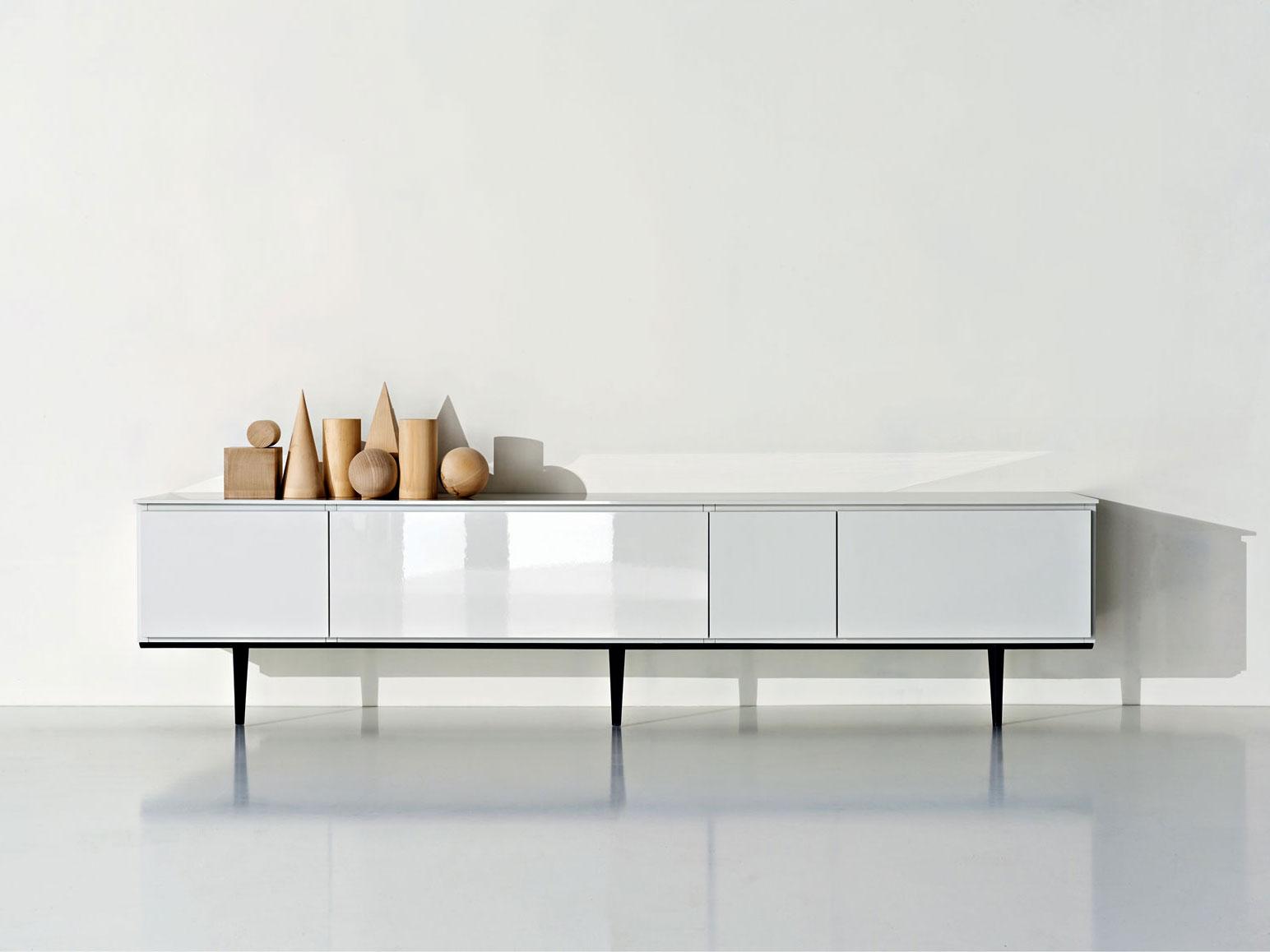 Emmeci agency molteni c for Molteni furniture